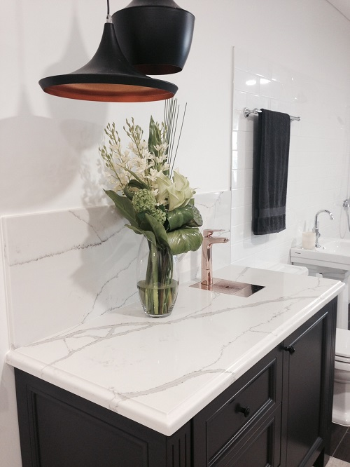 quartz countertop in Smartstone Calacatta Blanco