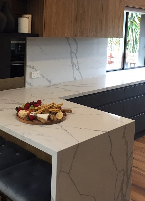 quartz kitchen benchtop in Smartstone Statuario Venato