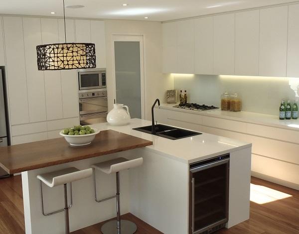kitchen benchtop in Smartstone Carrara