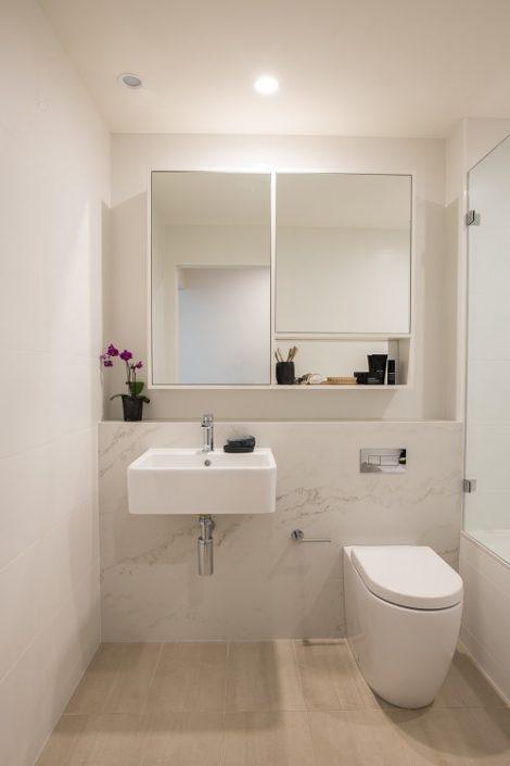 bathroom panel in Smartstone Imperial Grande
