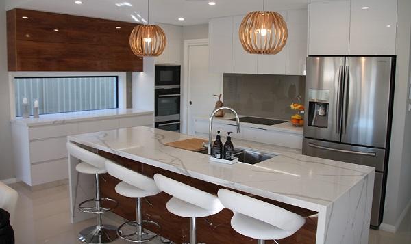 Kitchen island in Smartstone Calacatta Blanco