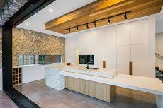 kitchen benchtop in Smartstone Calacatta Mnahattan