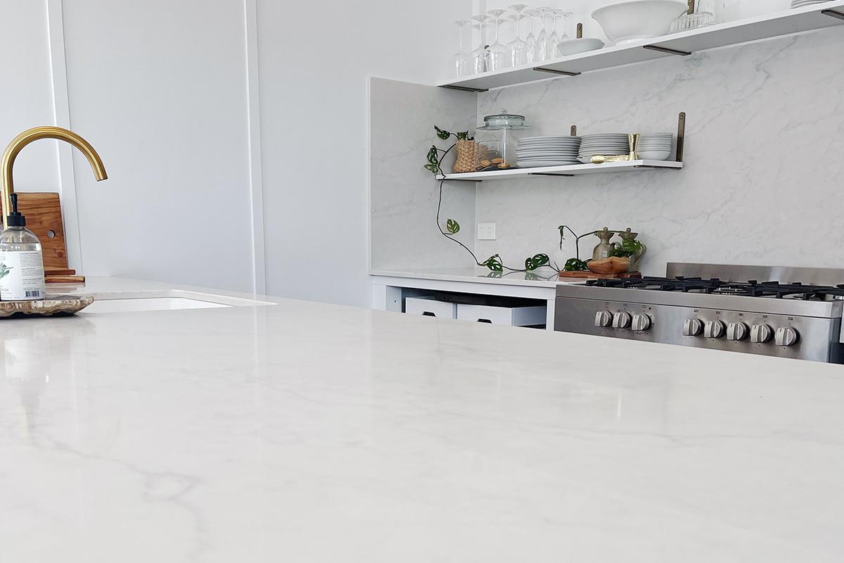 kitchen benchtop with Smartstone bianco onix