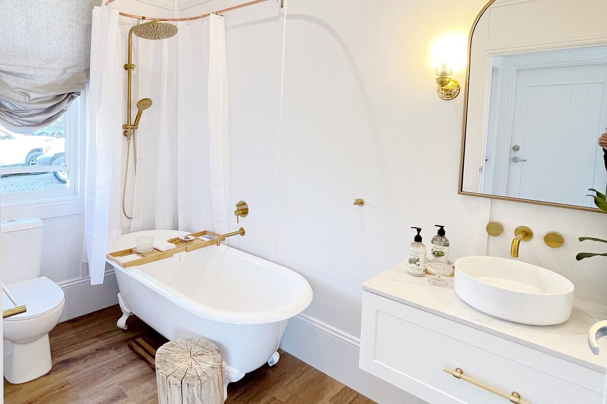 bathroom vanity with Smartstone bianco onix